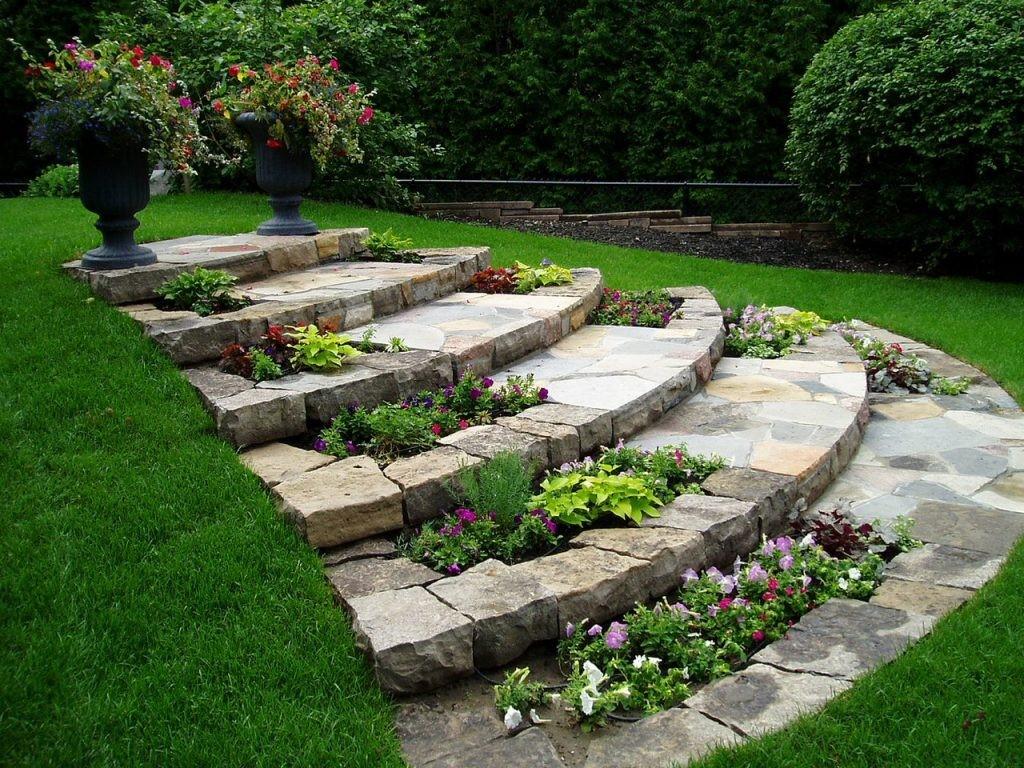 از چه مصالحی می توان در کنار سنگ پلیمری در جهت سنگ فرش محیط استفاده کرد ؟